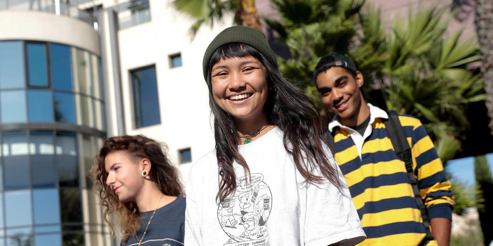 étudiants devant l'école esma montpellier