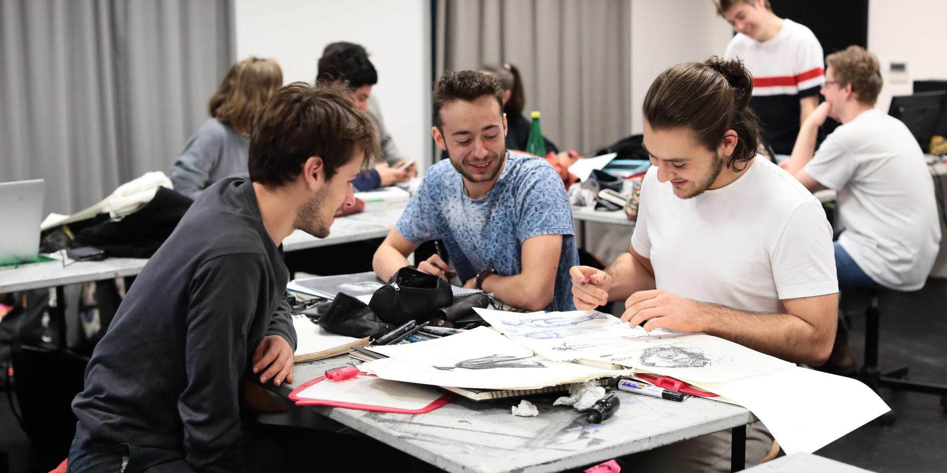 Etudiants en cours de dessin ESMA Toulouse