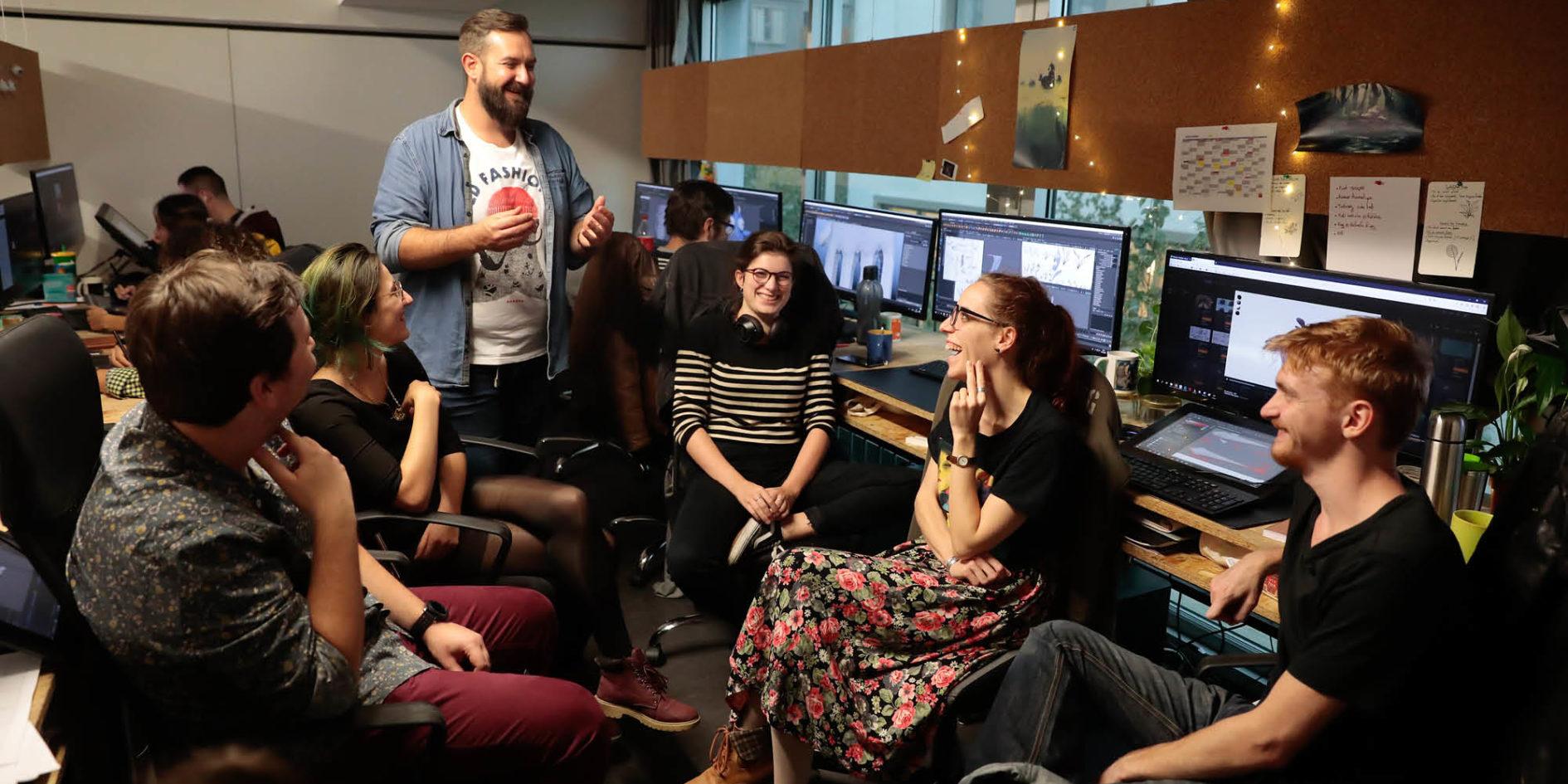 professeur et étudiants dans une salle de classe cinéma d'animation 3D ESMA Nantes