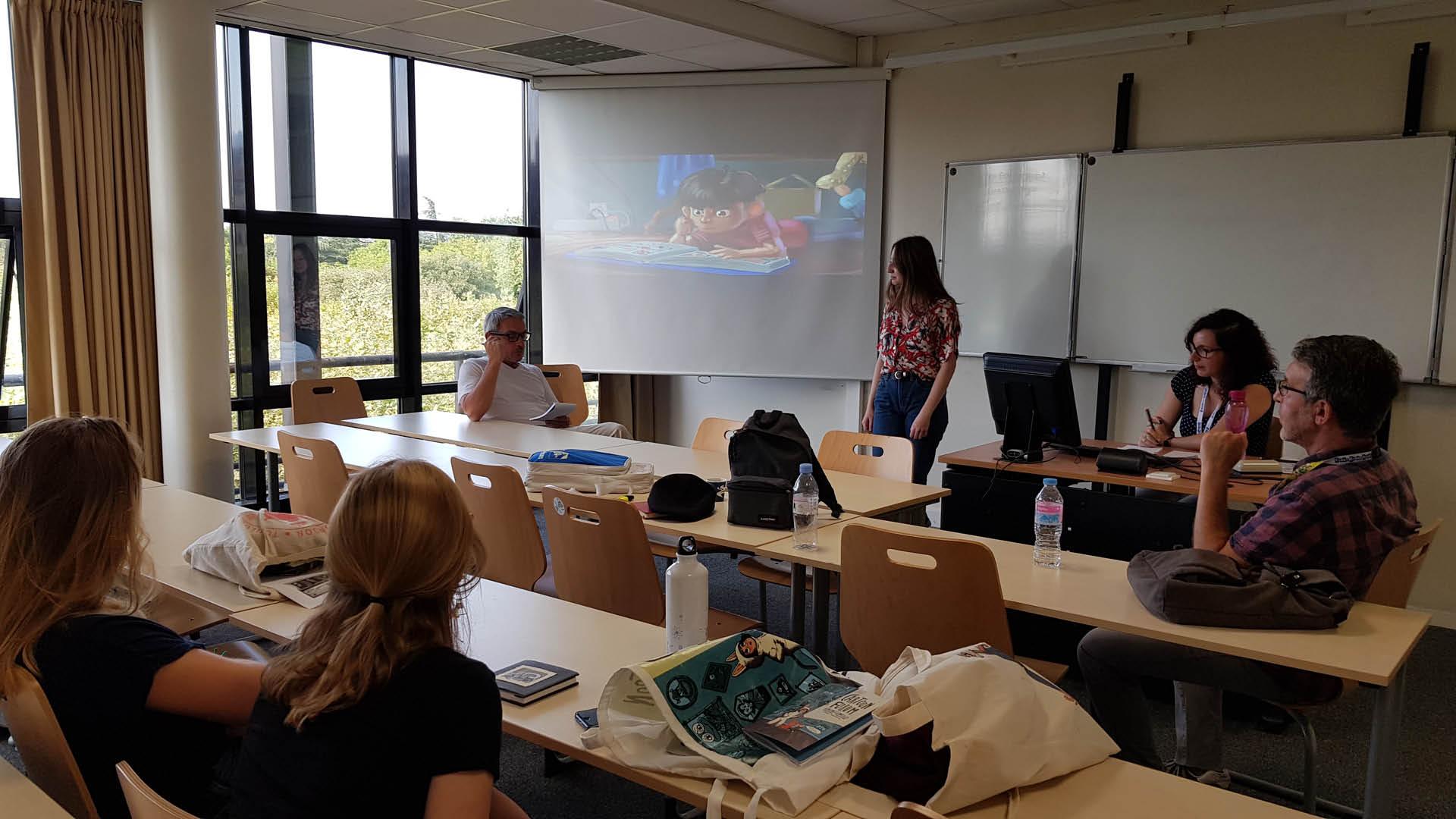 Etudiants de la Toulouse Business School coachant les étudiants de l'ESMA