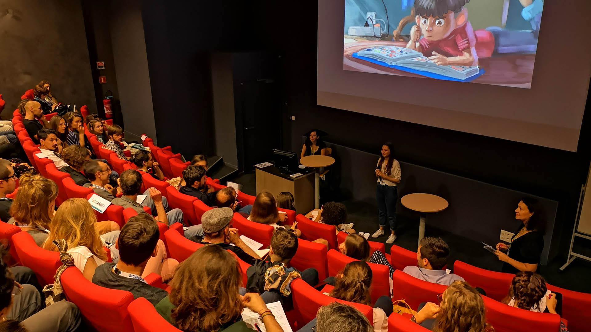 Clémence Ponchaut, étudiante de l'ESMA en séance de pitch au Cartoon Forum 2019 à Toulouse