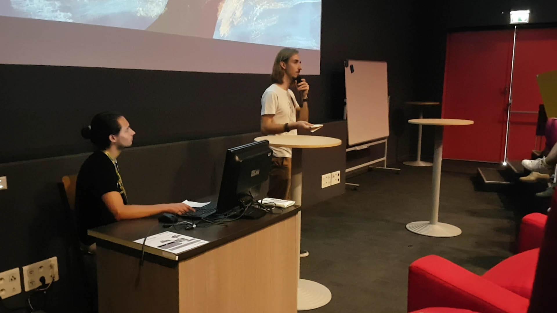 Rémi Portes Narrieu présentant son projet au Cartoon Forum 2019