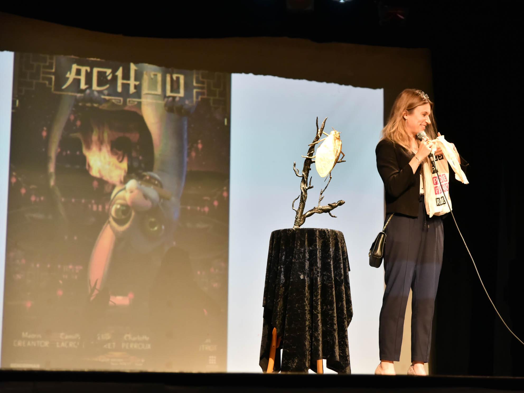 Elise Carret répondant aux questions sur le film Achoo au Ciné Festival en pays de Fayence